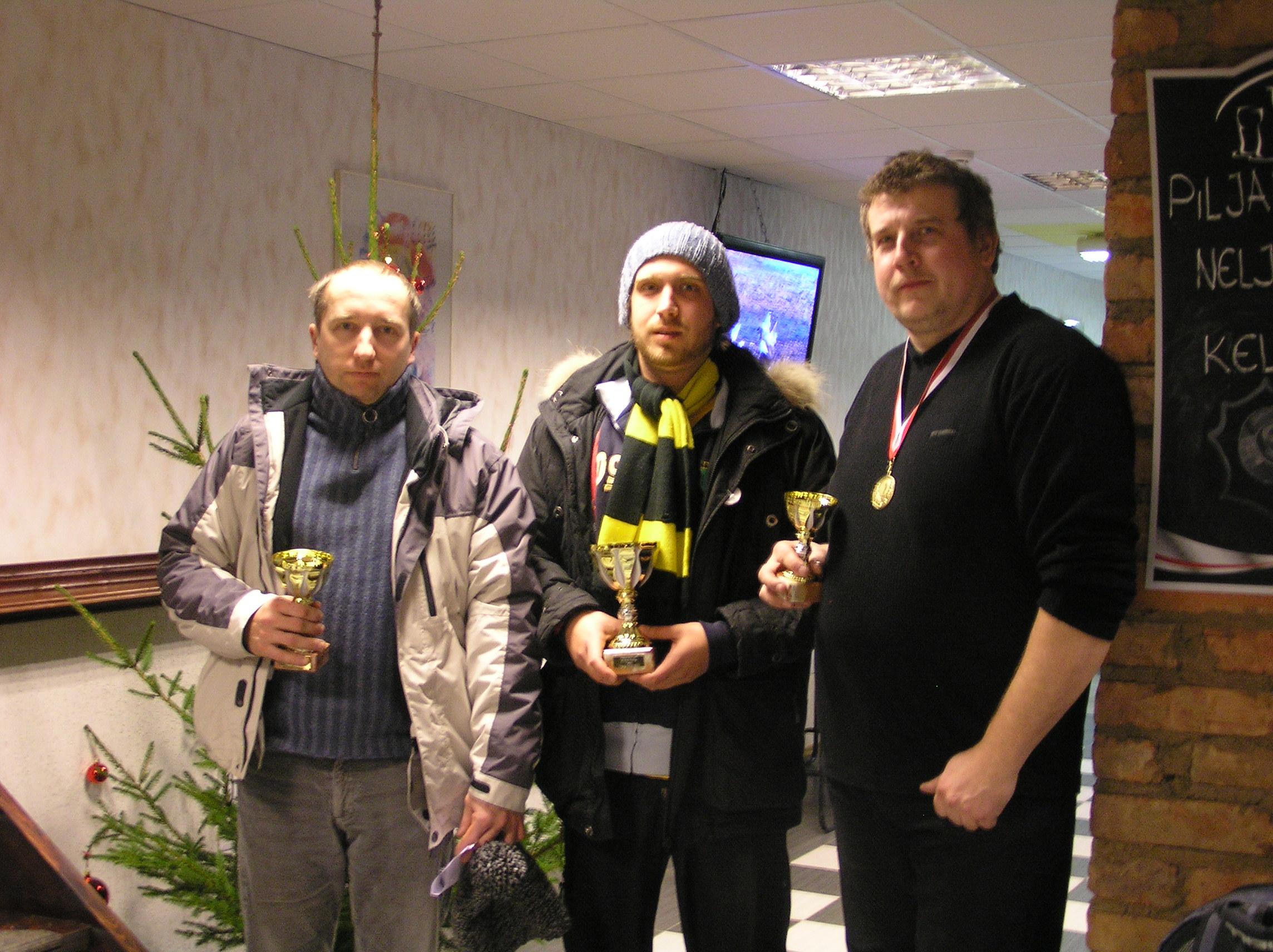 Mitmevõistluse esikolmik vasakult T. Vahi, E. Ilisson ja V. Kerb