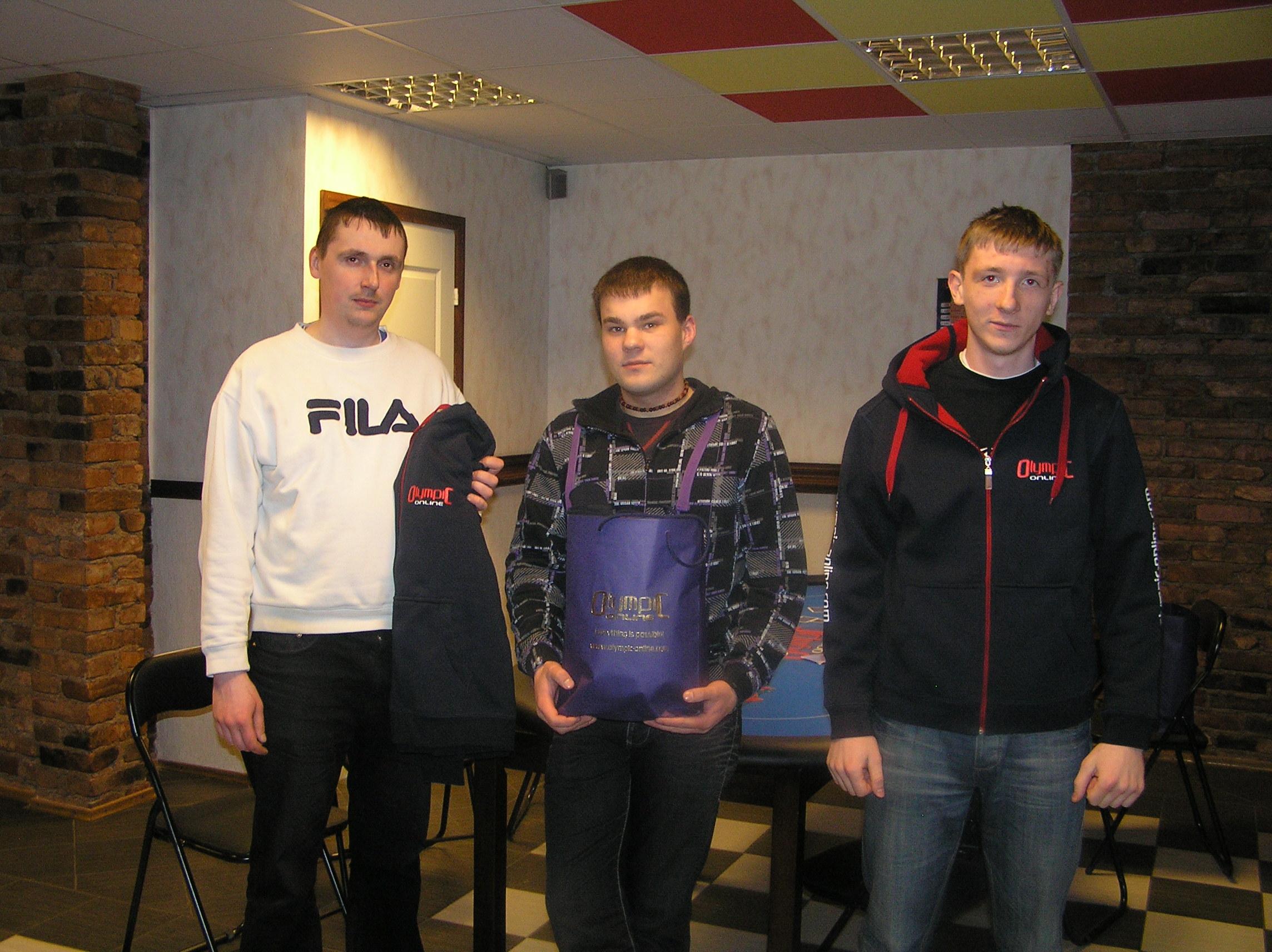Pokkerituniiri esikolmik vasakult R. Soldan, T. Põhjalaan, E. Henrikson